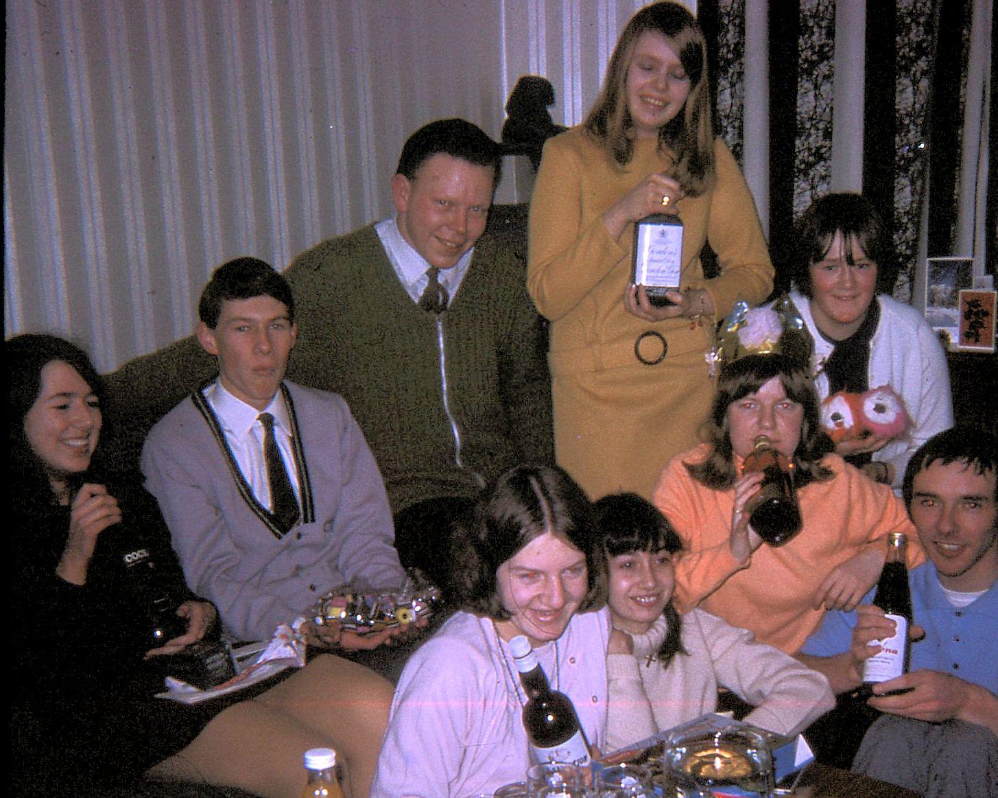 Linda,Roger,Bob,Pam,Vanessa,Margaret,Lyn,Jackie,Geoff_Dec_68-s