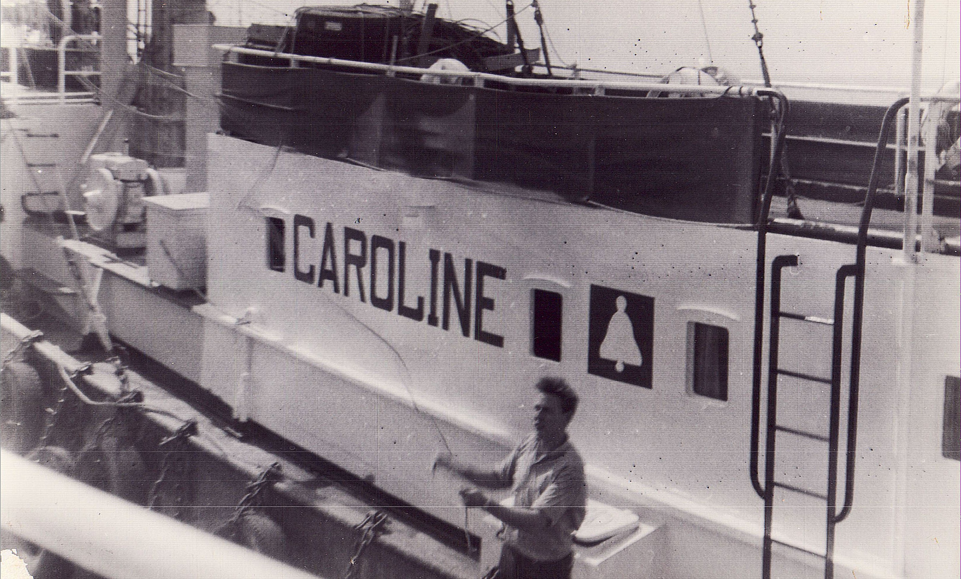 Roping alongside the Mi Amigo - Radio Caroline